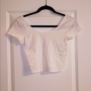 ABERCROMBIE & FITCH WHITE CROP TOP SIZE M